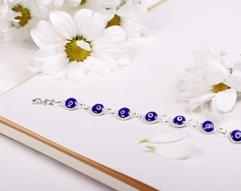 Blue evil eye bracelet made of sterling 925 silver