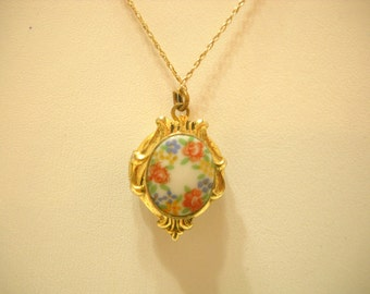 Vintage Hand Painted Locket Pendant Necklace (516) 10KG Chain--Gorgeous!!