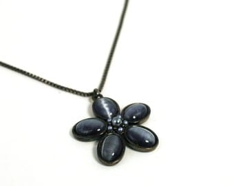 Black and Gray Flower Pendant Necklace - Vintage Jewelry - Mod Necklace