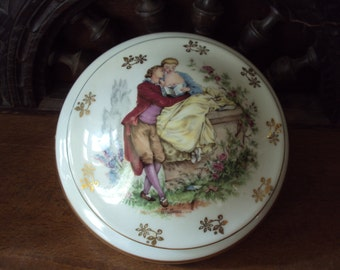 French vintage. jewelry box in porcelain from LIMOGES dating from the 1960s.