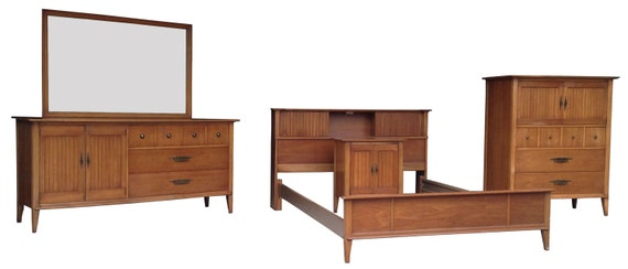 Mid Century 4 Piece Bedroom Suite With Full Size Bed By Spaces1020
