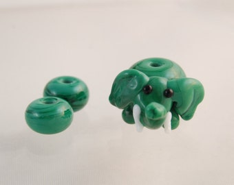 Cute emerald green Elephant glass lampwork bead...with 2 small matching beads