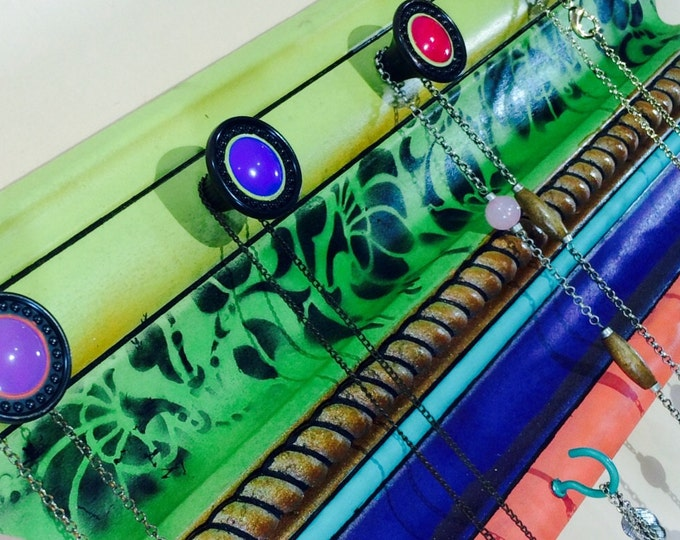 Recycled wood crown molding necklace holder jewelry wall hanger /moulding wall hanging reclaimed upcycled decor 4 hooks 5 hand-painted knobs