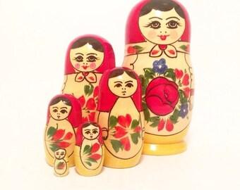 Set of 6 matryoshka - Collectibles matryoshka doll -  vintage soviet toy -  nesting doll
