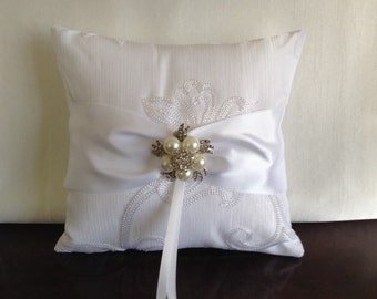 Wedding/ Ring Bearer Pillow/ Ring Bearer/Brooch Ring Pillow/ Wedding Pillow/White Ring Pillow