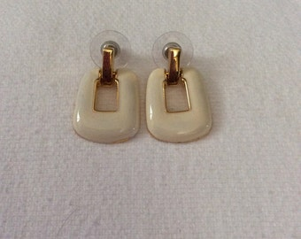 Vintage white and gold tone enamal earrings 27 E