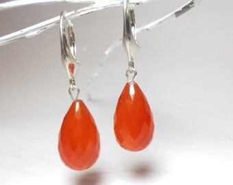 Drop earrings with carnelian