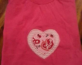 Hearts appliqued short sleeved t-shirt.