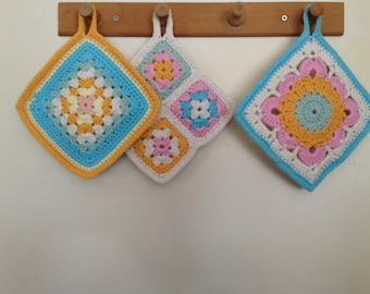 Set of three co-ordinating potholders