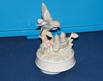 Vintage Porcelain Music Box Mother With Hungry Baby Birds in Nest Plays Born Free