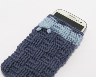 Mobile phone case, blue or light pink, with or without decoration, basket case crochet stitch