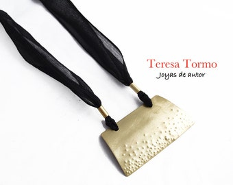 Pendant brass and black silk