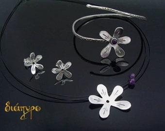 Adorable set of Necklase stud earrings and bracelet
