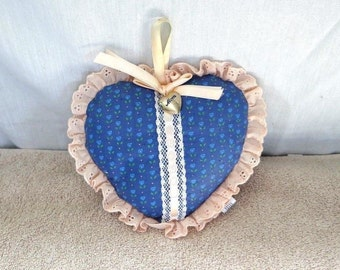 Blue and Peach Heart shaped Pin cushion mom locket made by Applause in 1986