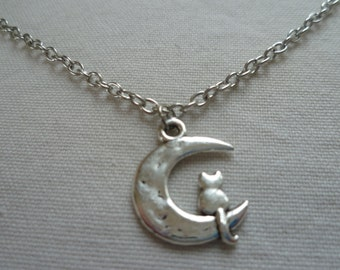 Moon and cat necklace,moon necklace, cat necklace,gift,wiccan jewelry,pagan,moon jewellery,charm necklace,silver moon,celestial,moon pendant
