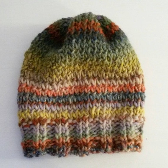 Woolen hat / beanie / cap. Handmade unisex multicolor woolen hat / beanie in two back options: standard or with cropped back.