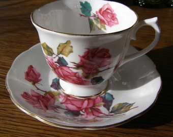 Royal Albert Bone China Tea Cup & Saucer Roses Flowers