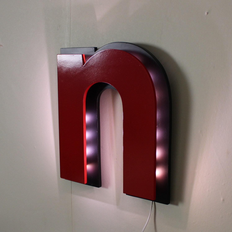 lettre lumineuse style enseigne en veilleuse noire et rouge. Black Bedroom Furniture Sets. Home Design Ideas