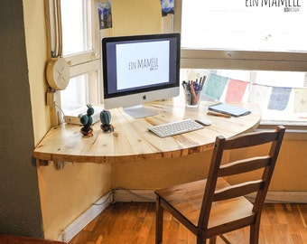 Recycled pallet wood desks