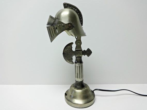 Lampe de table lampe de casque armure chevalier bataille for Lampe de chevet chevalier