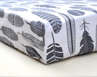 FEATHER print premium cotton fitted crib/cot sheet - Stokke Sleepi & Standard cot
