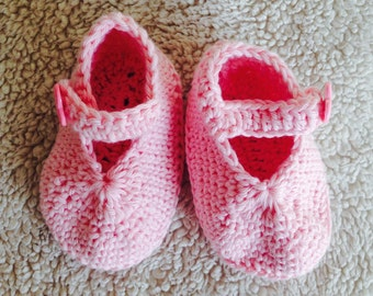 Baby sandal pink, crocheted with straps,