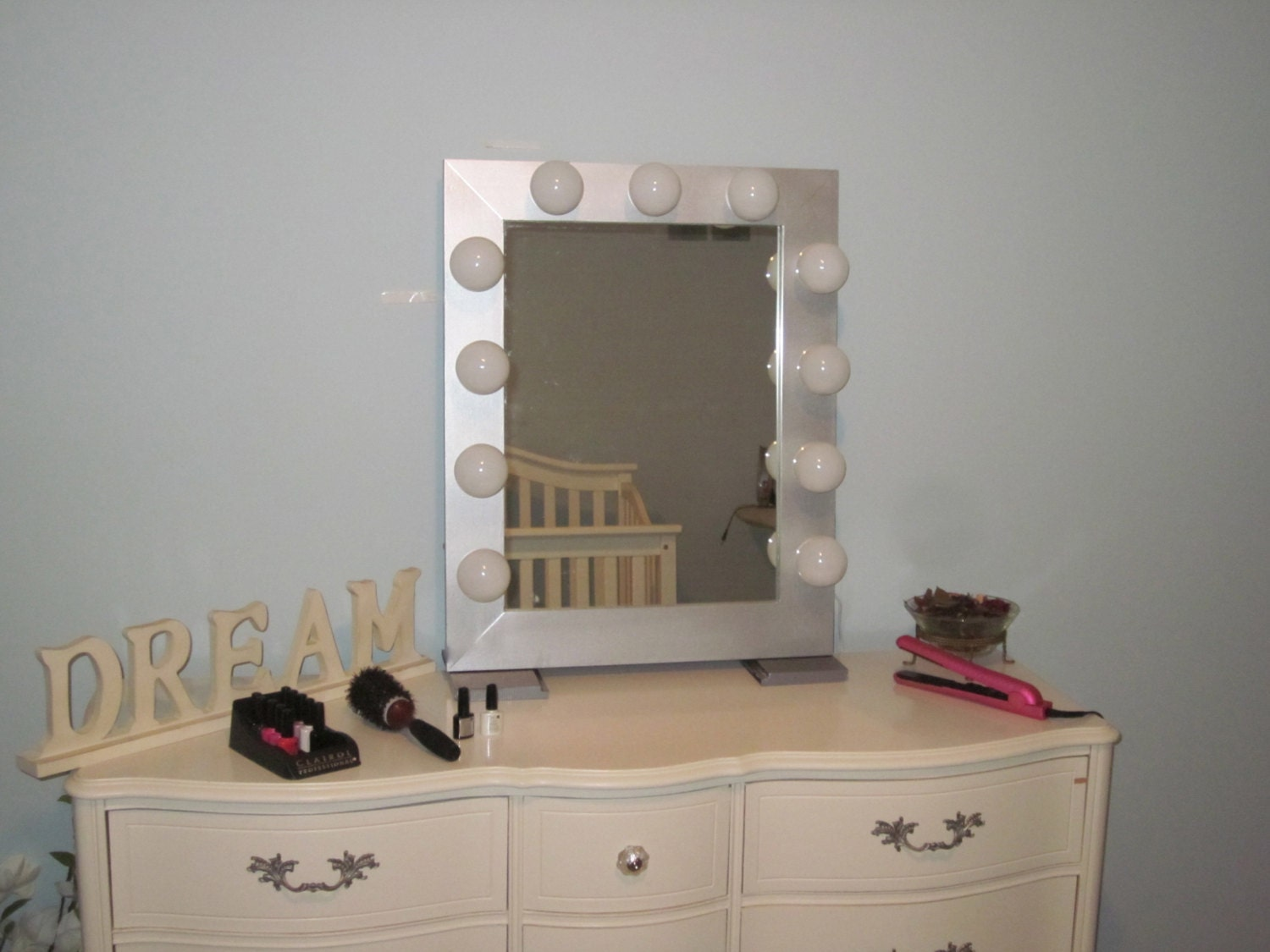 hollywood style lighted vanity mirror metallic silver slim. Black Bedroom Furniture Sets. Home Design Ideas