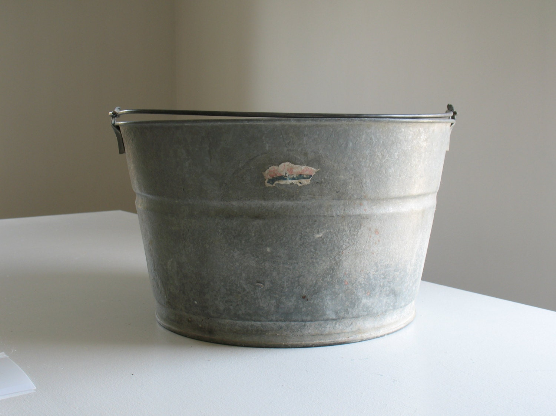 Vintage Galvanized Metal Tub Steel Bucket Washtub Outdoor