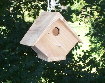 Half diamond shaper birdhouse