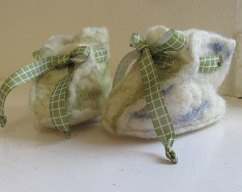 Babyslippers/Babyshoes in wool