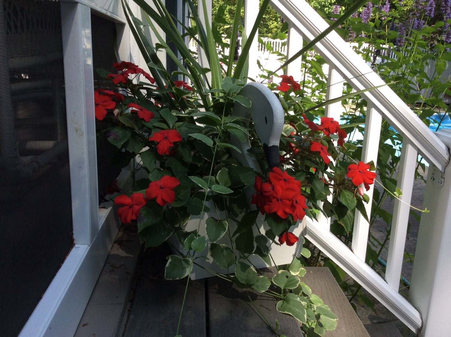 Swan planters by gardenswans on etsy - Plastic swan planter ...