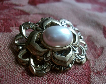 Vintage French Brooch Pin by 'Agatha' Large Faux Pearl