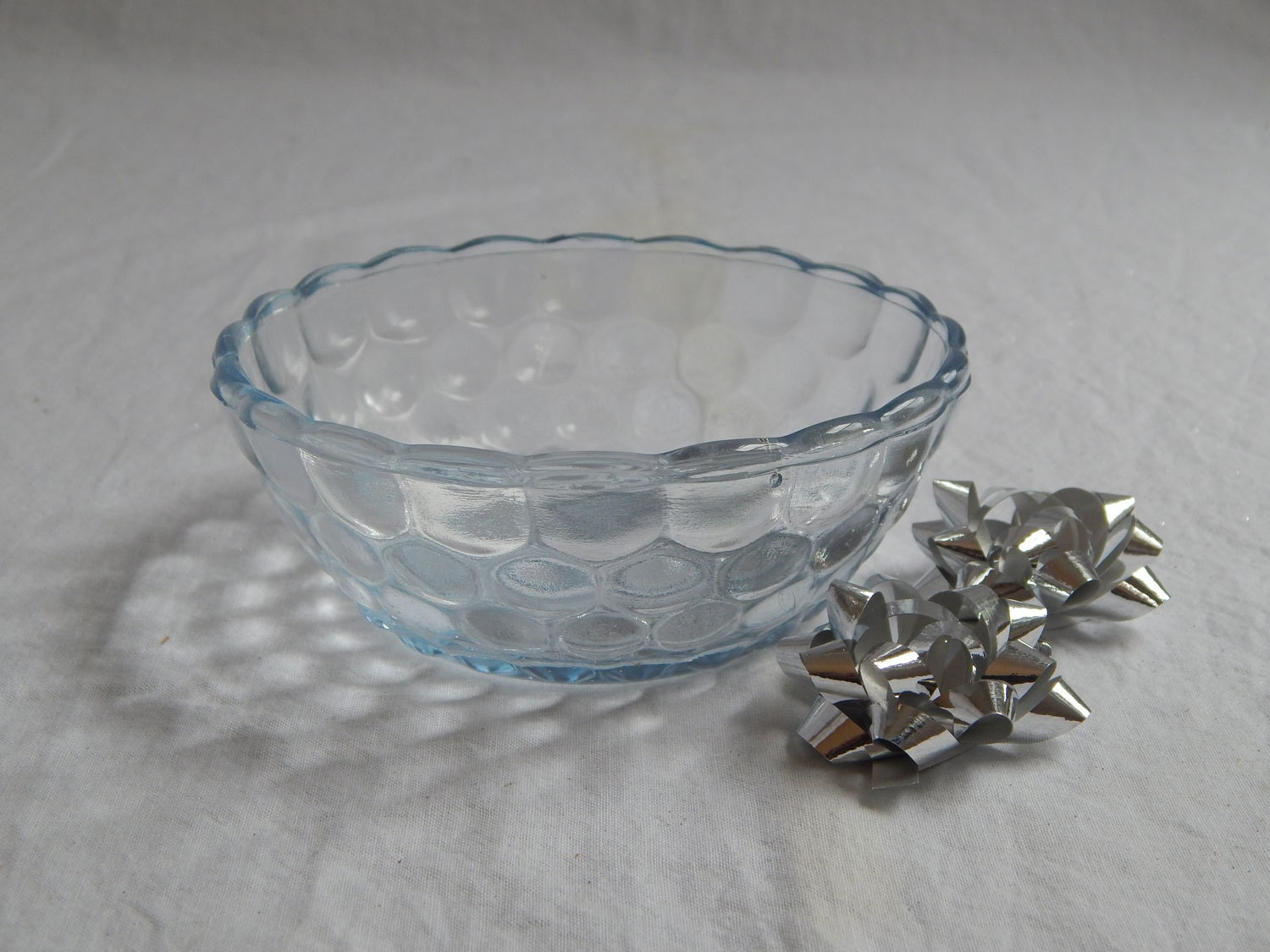 Depression glass berry bowl in the bubble pattern in rare for Most valuable depression glass patterns