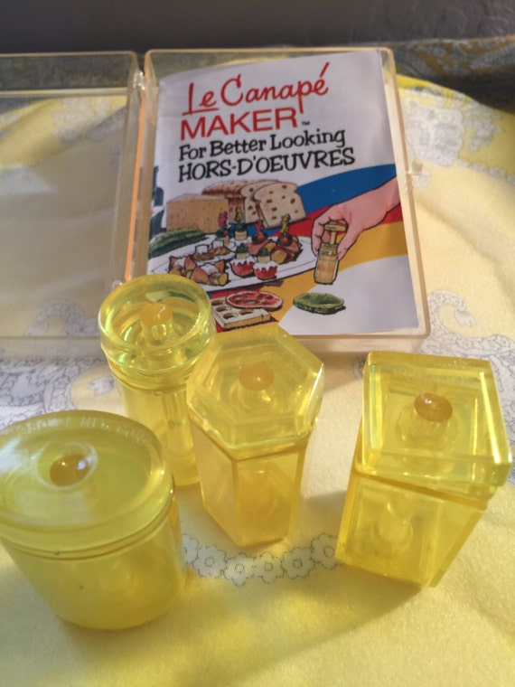 Vintage le canape maker hordoeuvres maker vintage kitchen for Le canape maker