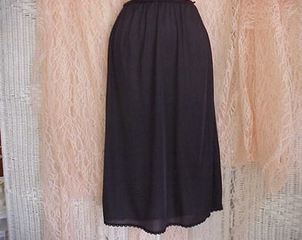 Free Shipping..Beautiful Vintage Warner's Black Half Slip with Lace MediumTea Length