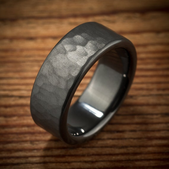 men 39 s wedding band hammered comfort fit interior black