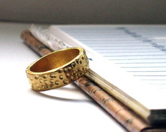 Hammered Gold Band Ring, Gold Wedding band, Gold Textured Band Ring, Solid Gold Band, Jewelry for Women,Rustic Wedding Ring,Earthy Gold Band