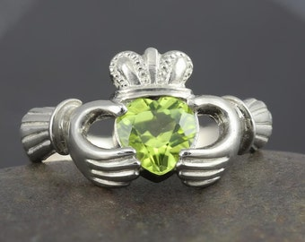 Peridot Claddagh ring in sterling silver - Handmade to your size