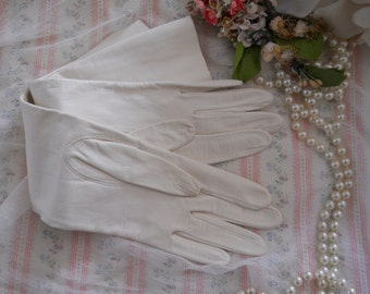 """vintage long white leather ladies dress gloves, soft supple leather, CLEAN! excellent condition, size small, elegant chic style, 14"""" long"""