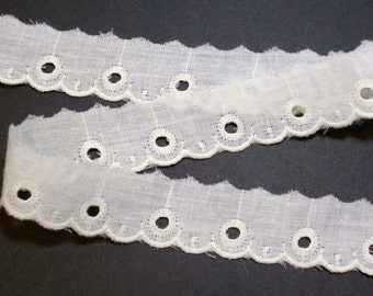 Ivory Lace, Antique Ivory Eyelet Lace 1 1/8 inches wide x 3 yards