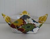 Microwave Fabric Bowl, Fabric Food Warming Bowl,  Ice Cream Bowl, Hostess Gift, Kitchen Gift, Mod Flowers, Retro Flowers, Gold Quatrefoil