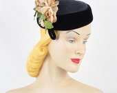 Vintage 1950s Hat Navy Blue Straw and Velvet Tilt Pillbox w/ Florals by Roberta Bernays Sz 22