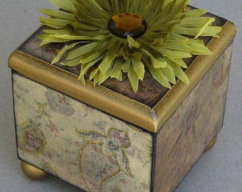 Olive Paisley Swirl Decorative Keepsake Trinket Lift Top Box