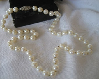 VINTAGE Single Strand Pearl Jewelry Necklace