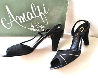 Luxurious vintage 60s black velvet suide high heels sandals with gold details. Made by Amalfi in Italy. Size 8SS