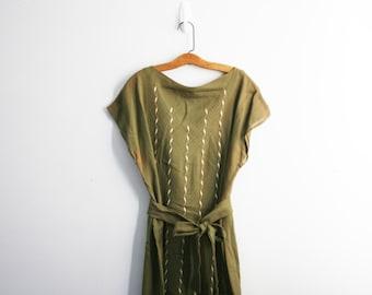 vintage 60s Olive Drab Patterned Linen Ladies Short Sleeve Dress // Plus Size Frock