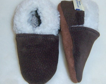 warm suede baby mocassins, warm leather suede baby shoes,brown suede baby shoes , sherpa lining shoes
