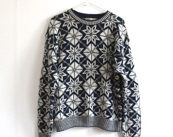 vintage SNOWFLAKE men's sweater. L