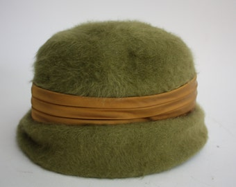 Vintage 1940s green felt woman's hat.