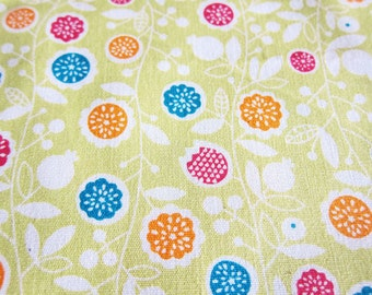 FREE SHIPPING Starburst Blooms on Green Fabric  - Floral Fabric (F070) Fat Quarter